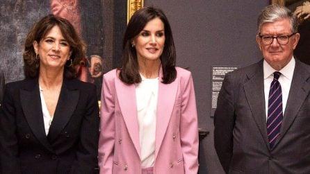 Letizia di Spagna indossa il completo maschile