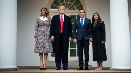Melania Trump, il nuovo cappotto griffato è a quadretti