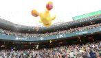 Betis, pioggia di peluche allo stadio: regalo di Natale per i bambini poveri