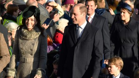 Il debutto natalizio di George e Charlotte è in coordinato alla mamma e al papà