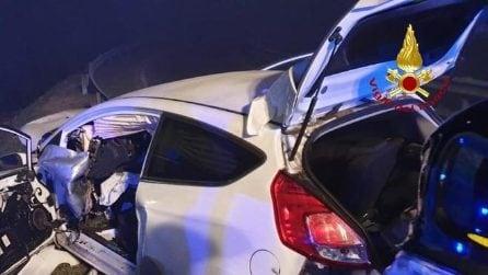 Padova, auto infilzata dal guardrail: 28enne miracolosamente salvo