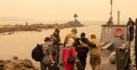 Incendi Australia, in campo la Marina per evacuare sfollati da spiagge