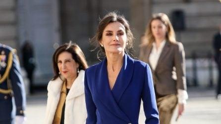 L'abito con il maxi spacco di Letizia Ortiz