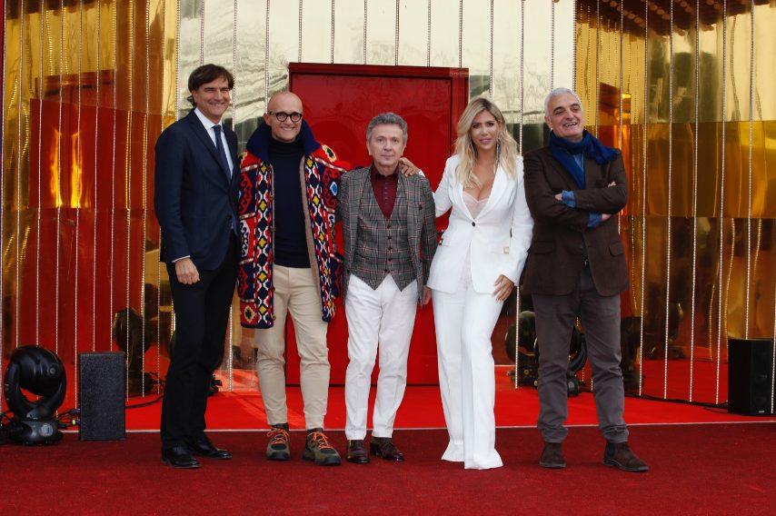 Il direttore di Canale 5 Giancarlo Scheri, Alfonso Signorini, Pupo, Wanda Nara e Leonardo Pasquinelli di Endemol