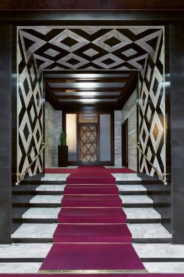 Giuseppe Roberto Martinenghi, 1937 floor: Arabescato Carrara marble walls: Nero Assoluto d'Italia limestone and Calacatta marble Copyright: © Paola Pansini