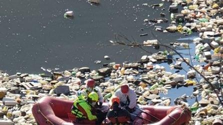 Caserta, i vigili del fuoco trovano un lago di rifiuti da migliaia di metri quadrati