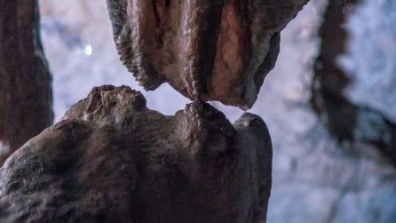 """Grotte di Pertosa, lo storico """"bacio"""" tra stalattite e stalagmite dopo 20 mila anni"""