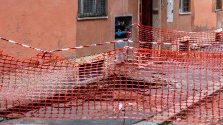 Colosseo, cede il manto stradale in via Marco Aurelio: evacuato un palazzo
