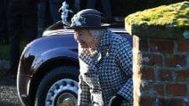 La regina Elisabetta con il completo pied de poule