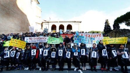 """Rifiuti, cittadini davanti al Campidoglio contro la discarica a Monte Carnevale: """"No a Malagrotta 2"""""""