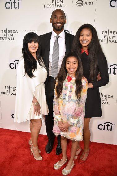 Kobe con la moglie Vanessa e le figlie Natalia e Gianna, detta Gigi