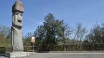 Nel Lazio l'unico Moai al mondo fuori dall'Isola di Pasqua: è a Vitorchiano e sorveglia la città