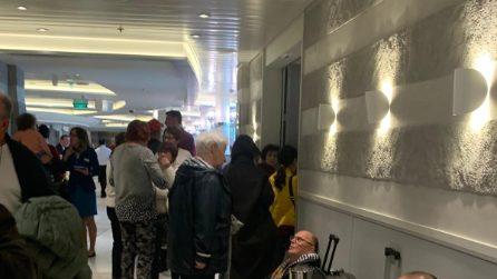 Coronavirus, i passeggeri della nave da crociera aspettano di poter sbarcare a Civitavecchia