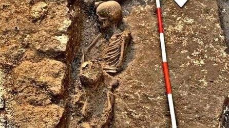 Tomba antica con la mamma e il suo bambino: Ritrovamento archeologico a Mesagne