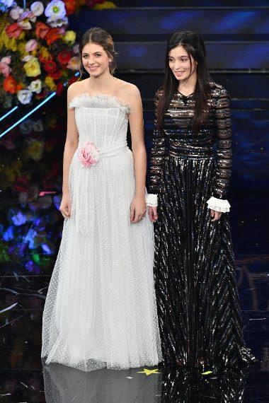 Le due attrici con look da gran sera appaiono molto diverse rispetto alla serie tv che le ha rese famose