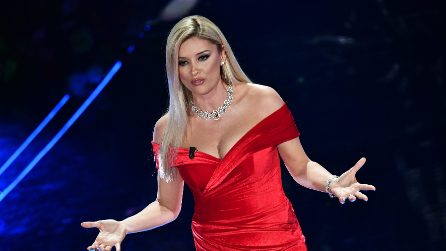 Alketa Vejsiu i look nella terza serata di Sanremo 2020