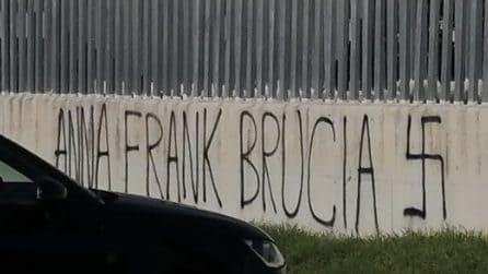 Scritte antisemite davanti scuola a Pomezia: 'Anna Frank brucia' e 'Ora parlate delle foibe'