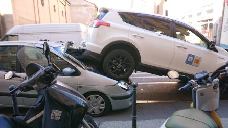 Milano, tamponamento a catena tra tram e auto: un taxi finisce su un'altra vettura