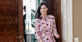 La regina Letizia di Spagna conquista tutti con l'abito a fiori di Hugo Boss