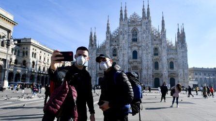 Coronavirus, mascherine e mezzi vuoti: turisti e cittadini in giro per Milano durante l'emergenza