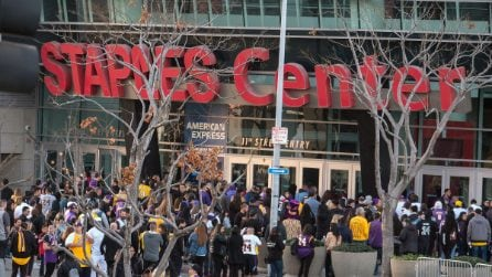 Staples Center, l'ultimo saluto a Kobe Bryant e alla figlia Gianna