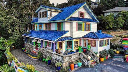 Sembra una casa uscita da un set cinematografico ma esiste davvero ed è in vendita