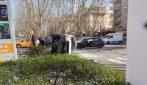 Incidente a viale Jonio, automedica si scontra con un'auto e si ribalta
