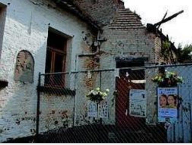 La casa dove sono stati trovati i corpi di Julie e Melissa