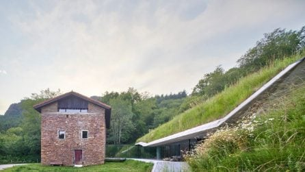 La casa nascosta in una collina della Navarra in Spagna