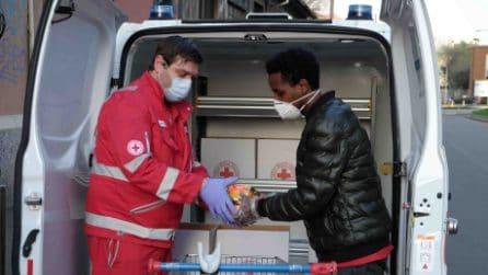 """Coronavirus, la comunità etiope dona cibo alla Croce rossa: """"Milano ci ha accolto, ricambiamo"""""""