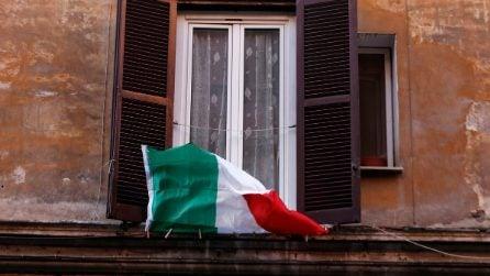 Emergenza Coronavirus a Roma, tricolore alle finestre