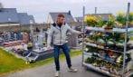 Coronavirus, in Francia fiorista porta piante in dono al cimitero