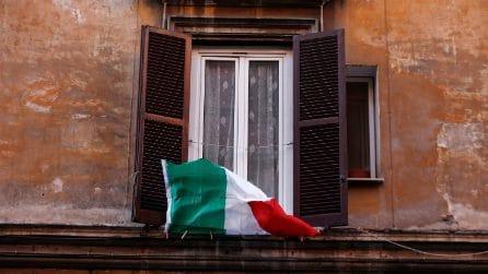 Coronavirus Roma, sui balconi sventola il tricolore