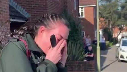 Infermiera esce di casa per andare a lavoro: i vicini la applaudono per ciò che sta facendo
