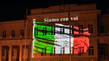 La solidarietà della Lituania per l'Italia, il tricolore sui monumenti di Vilnius