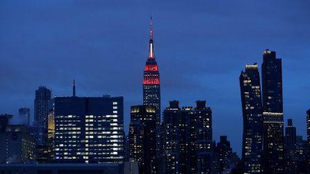 Coronavirus Usa, Empire State Building si illumina per i medici in prima linea