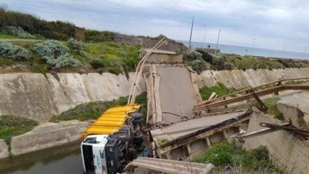 Sardegna, crolla ponte vicino alla spiaggia di Fontanamare