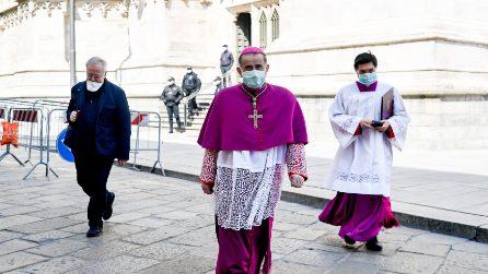 Milano, in una città deserta la messa per la domenica delle Palme con le mascherine