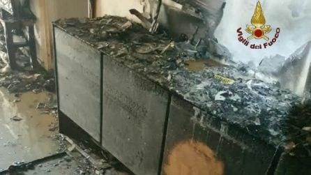Incendio in via Latina: distrutto un appartamento, fiamme divampate da un'asciugratice