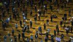 Tel Aviv, israeliani scendono in piazza: manifestazione con distanziamento sociale