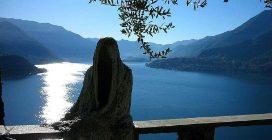I fantasmi del Castello Vezio: il luogo affascinante che si affaccia sul lago