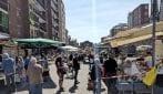 Milano, riapre il mercato di via Val Maira: alta affluenza e lunga coda all'ingresso