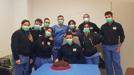Napoli, chiudono i reparti Covid del Policlinico e del Monaldi: grande gioia di medici e infermieri