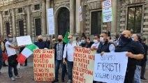 Milano, nuova protesta degli ambulanti in piazza della Scala