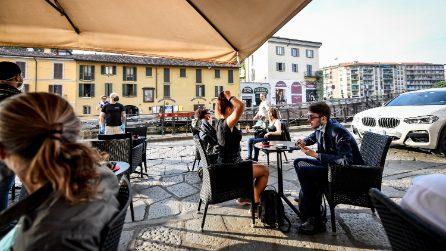Milano, il primo 'happy hour' della fase due: tavoli all'aperto e assembramenti scongiurati
