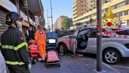 Milano, incidente tra 5 auto in viale Monza. Travolto un pedone, è in gravi condizioni