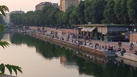 Milano, torna la movida sui Navigli: tra mascherine e distanziamento sociale