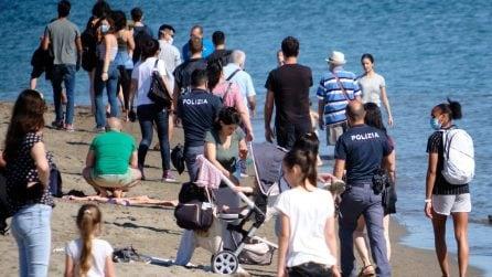 Fase 2: riaprono le spiagge pienone a Ostia