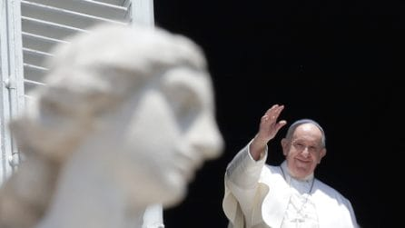 Papa Francesco torna ad affacciarsi a piazza San Pietro