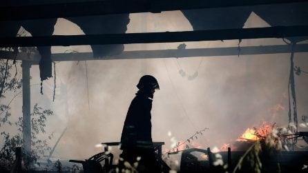 Roma, incendio a Villa De Sanctis: colonna di fumo nero visibile da chilometri